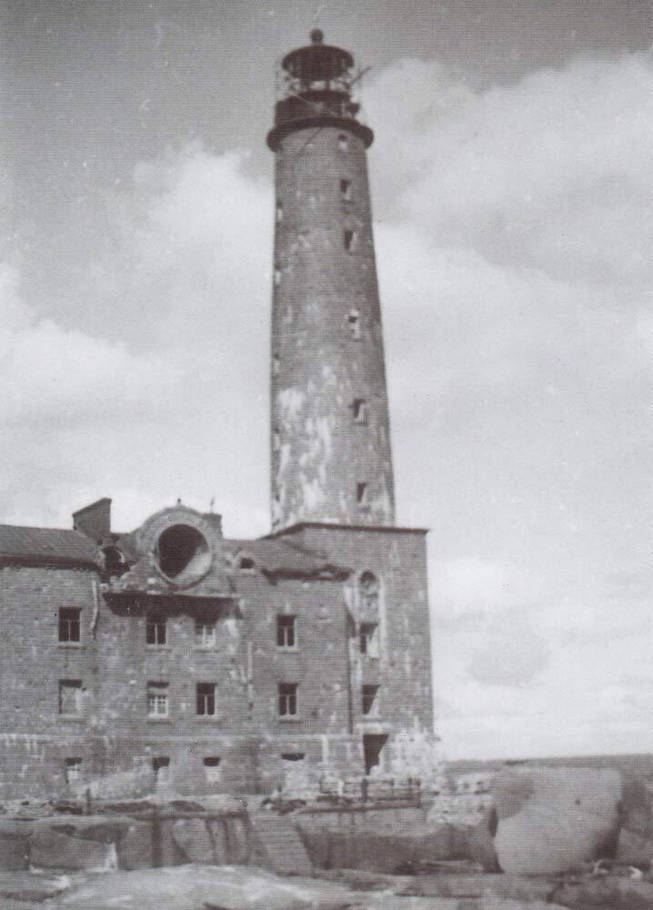 Легендарный маяк Бенгтшер после боев.