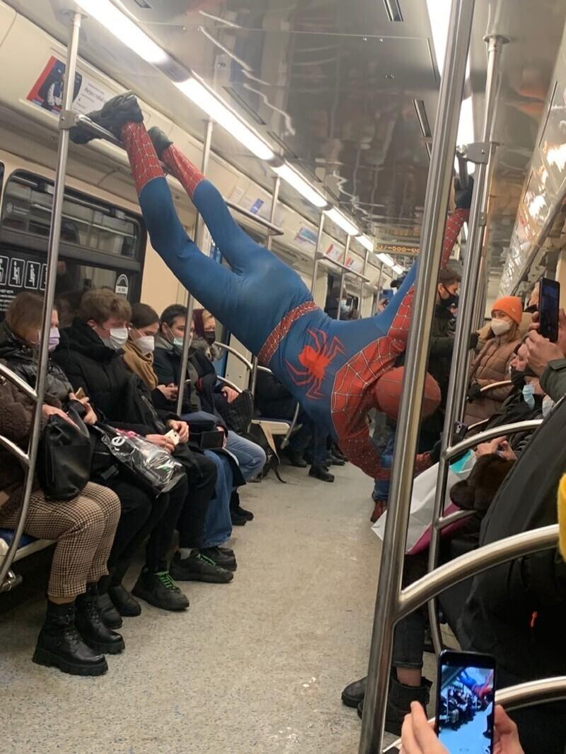 Невероятные модники из московского метро
