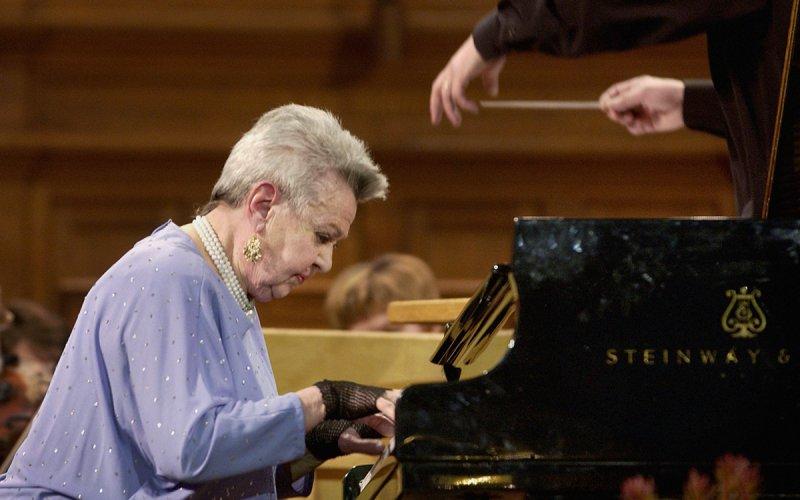 У 95-летней Людмилы Лядовой началось кислородное голодание
