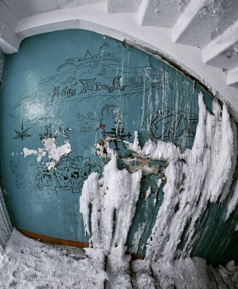 Замерзшие подъезды и квартиры Воркуты
