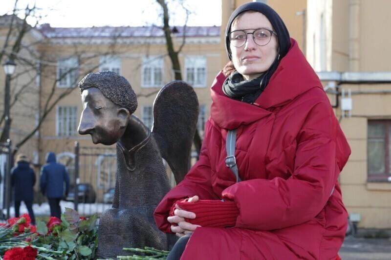 Памятник погибшим от ковида медикам вызвал немало вопросов