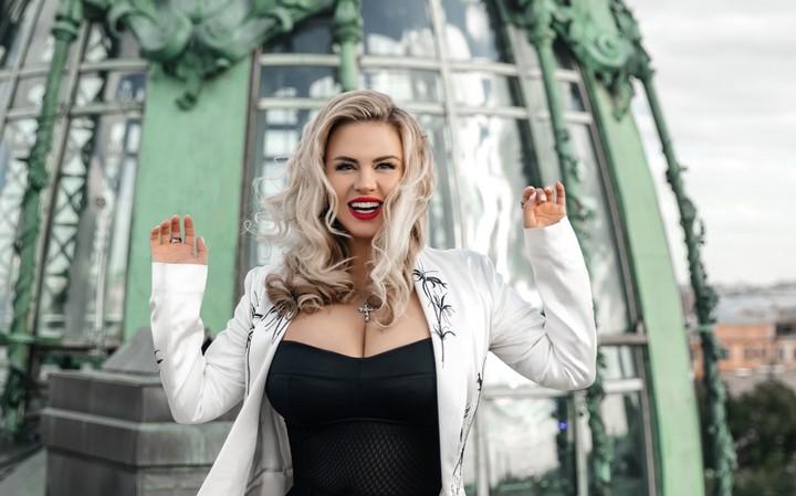 Переборщившая с фотошопом Семенович вызвала оторопь