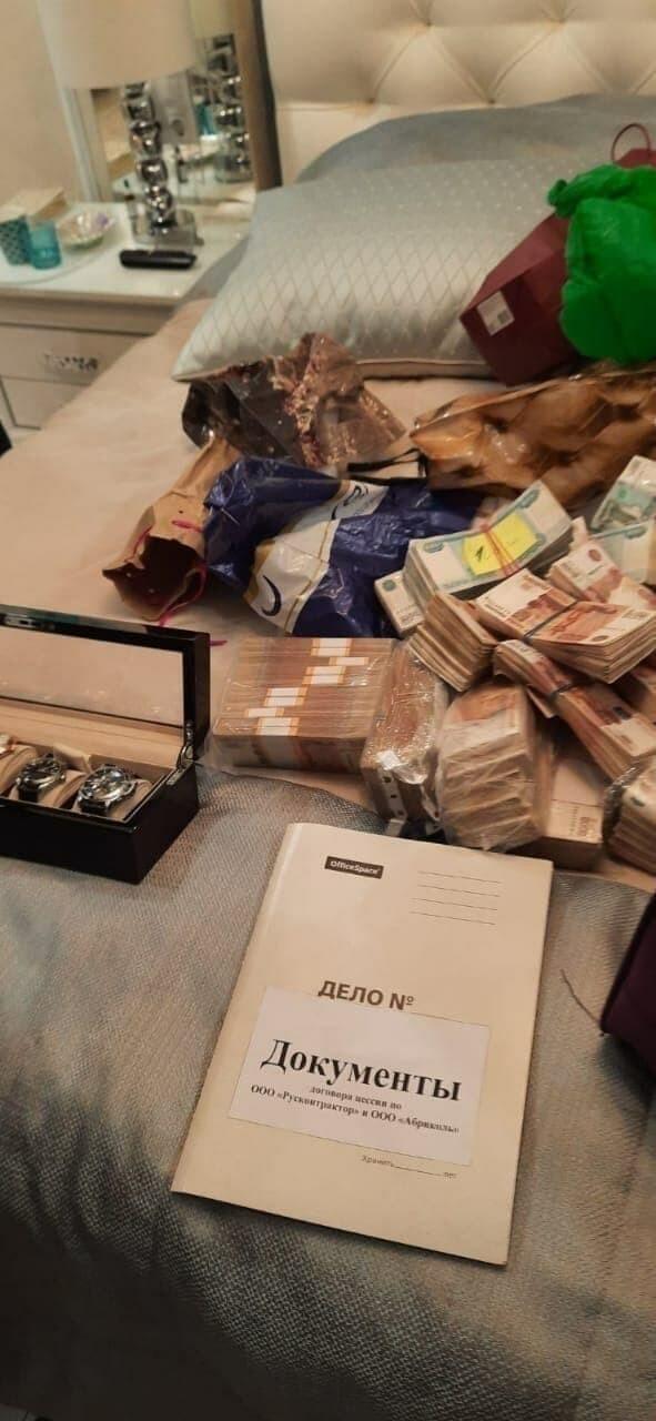 На черный день: пензенский губернатор припрятал дома 500 млн рублей