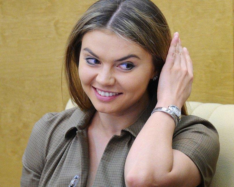 В Сети обсуждают фото Алины Кабаевой с детьми