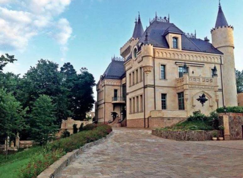 Соседов о Пугачевой: «У нее огромный штат работников в замке»