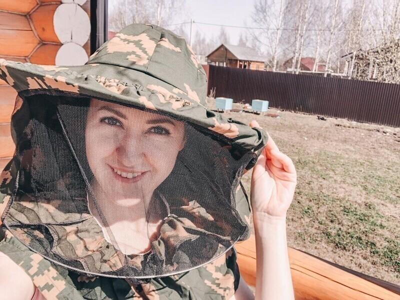 Как россиянки проводят выходные на дачах