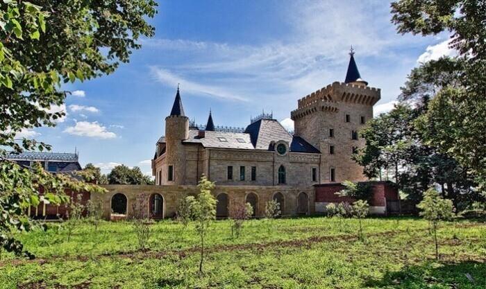 Как выглядит знаменитый замок Галкина и Пугачевой площадью 3000 кв. м