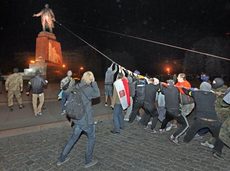 Памятник Ленину, Украина, 2014 год