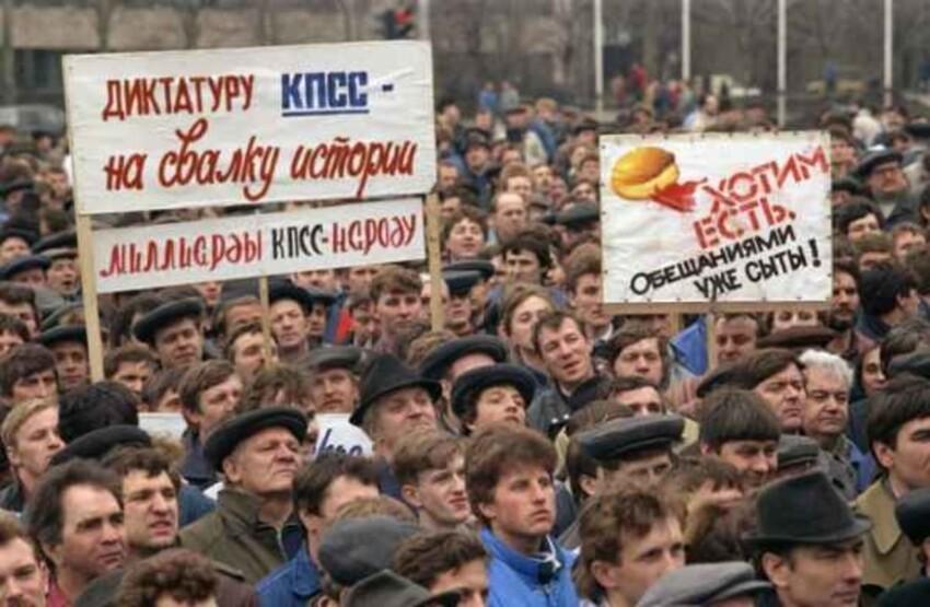«Смерть» коммунизма в пронзительных снимках