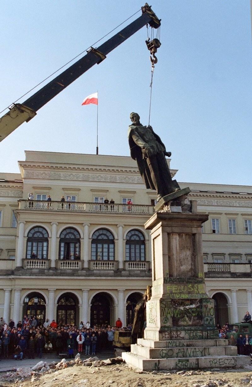 Снос памятника Феликсу Дзержинскому, Варшава, 1989 год