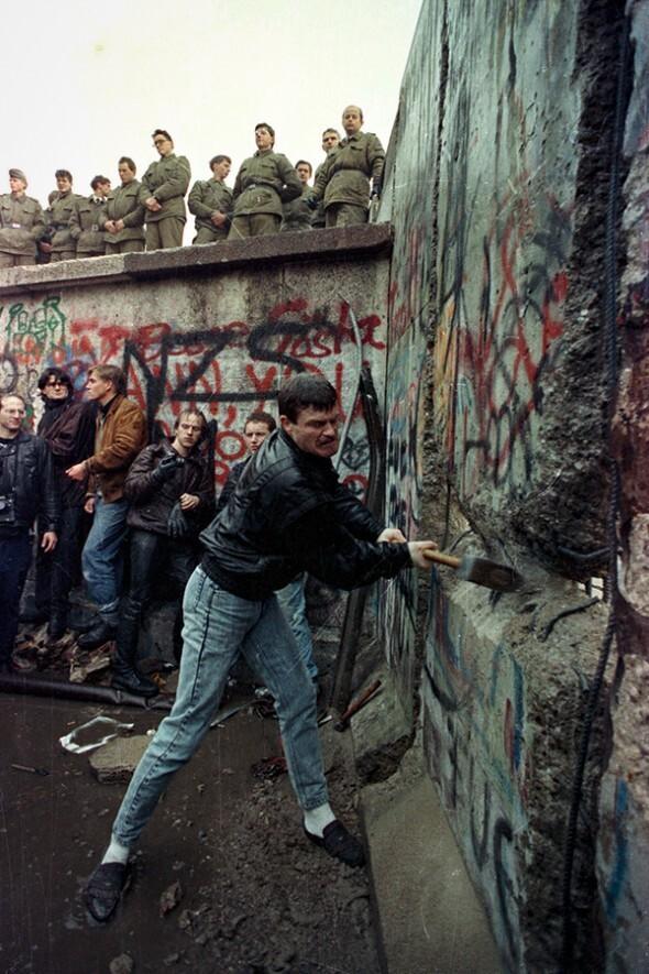 Перед падением Берлинской стены, 1990 год