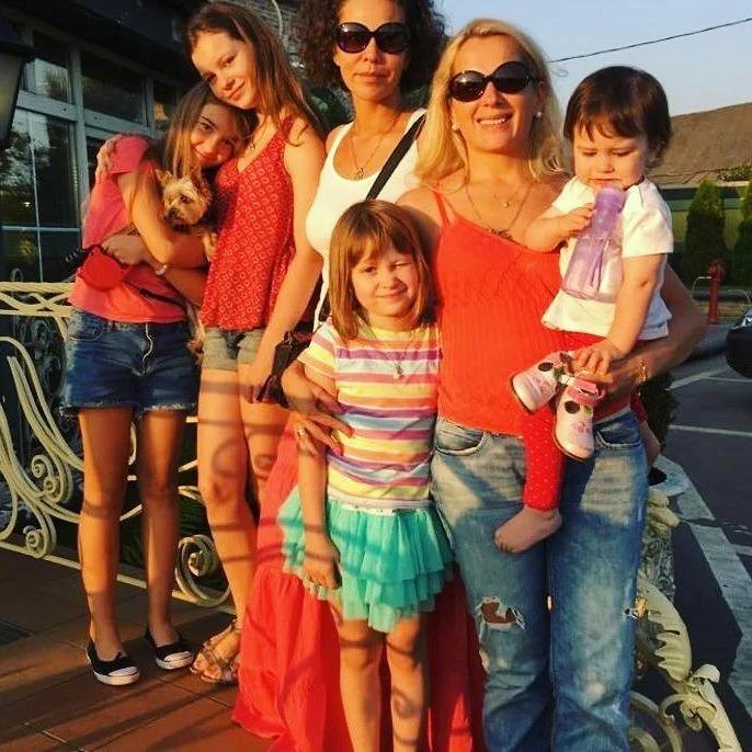 Мария Порошина о бедности: «Курицу позволяли себе раз в три дня»