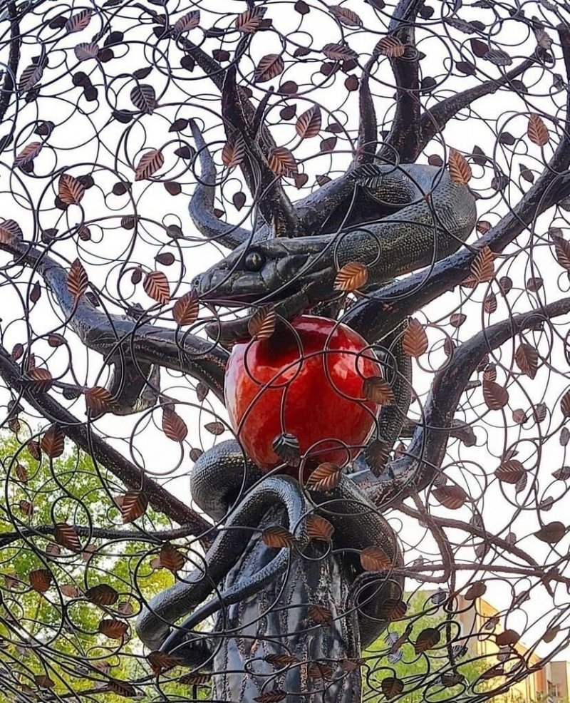 В Кирове установили скульптуру дьявола