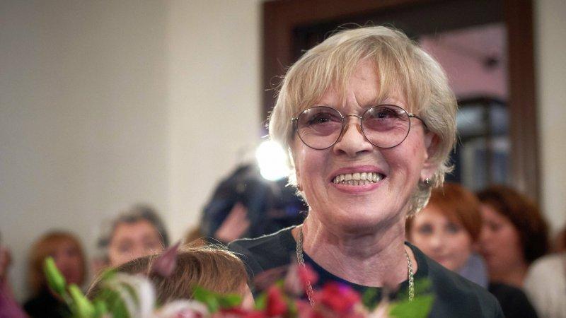 86-летняя Алиса Фрейндлих впервые вышла на сцену после болезни