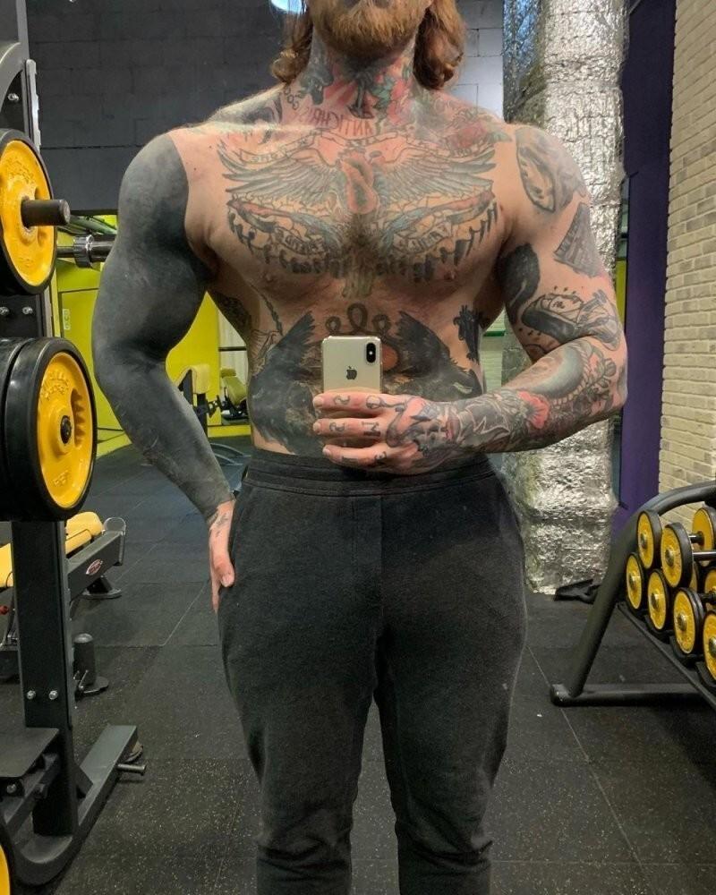 «Парафин в мышцах»: татуированный сын Елены Яковлевой снова удивил россиян