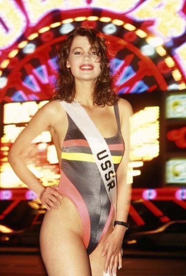 Мисс СССР Юлия Лемигова, позирует в купальнике во время записи конкурса Мисс Вселенная 1991 в Лас-Вегасе