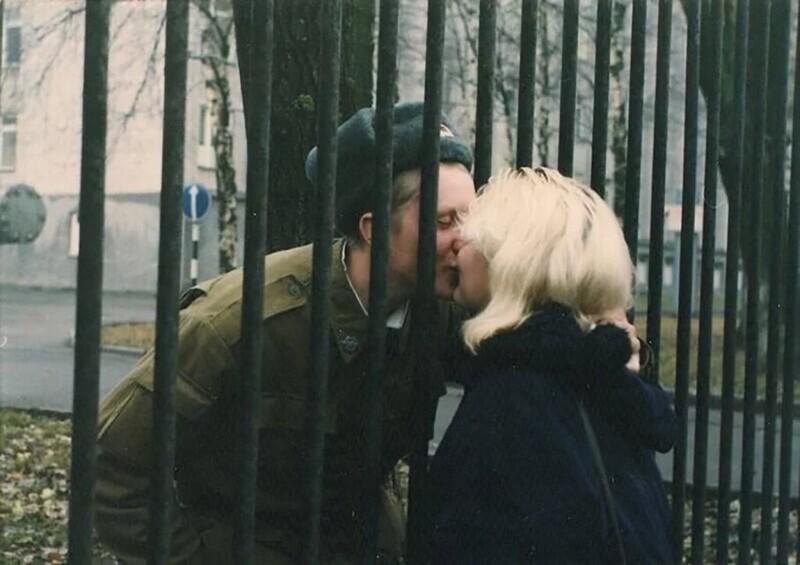 Курсант военного училища со своей девушкой. Череповец, 1990 год