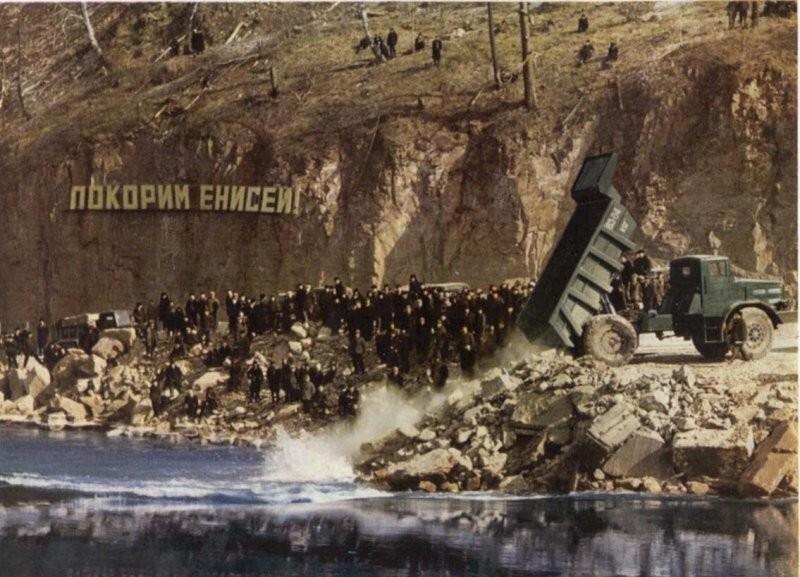МАЗ-525 на строительстве Красноярской ГЭС