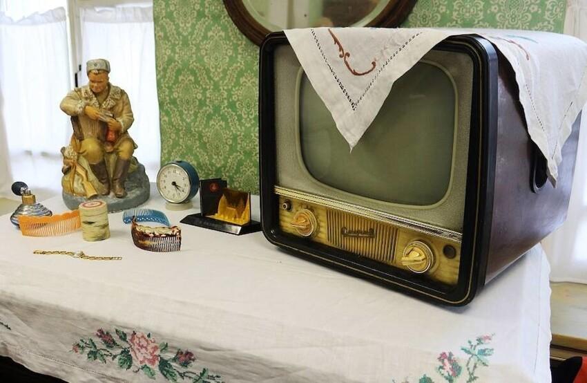 Как вы думаете, для чего в  СССР телевизор накрывали салфеткой
