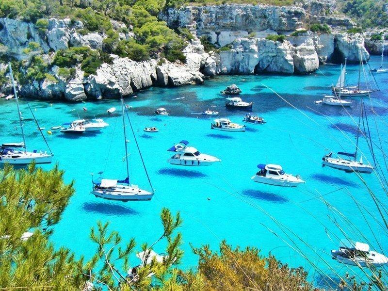 остров Менорка Балеарского архипелага в Средиземном море