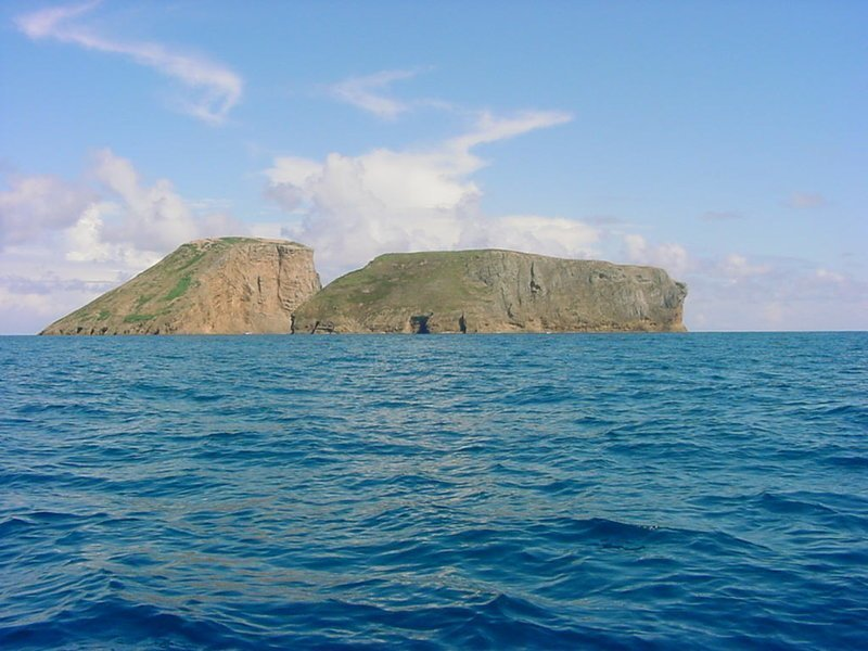 Два необитаемых острова Азорского архипелага в Северной Атлантике
