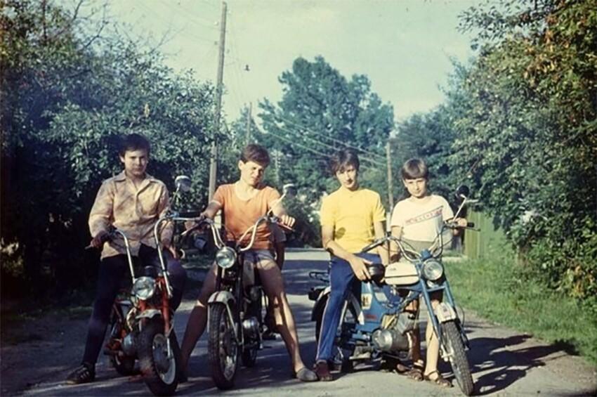 5 легендарных мопедов СССР, о которых мечтал каждый школьник
