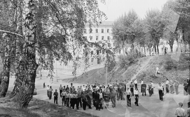 Томск, студенты идут на занятия