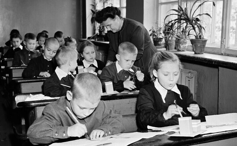 Москва, урок труда в 1-м классе школы №477
