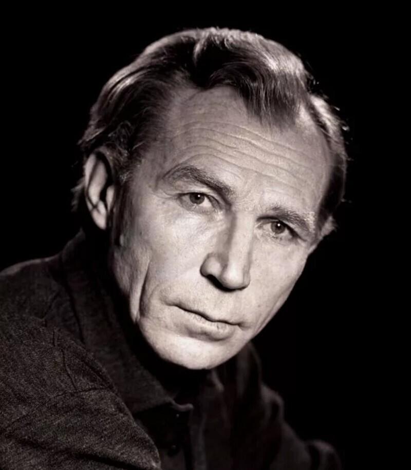 Защитник Сталинграда известный советский актёр Иван Лапиков