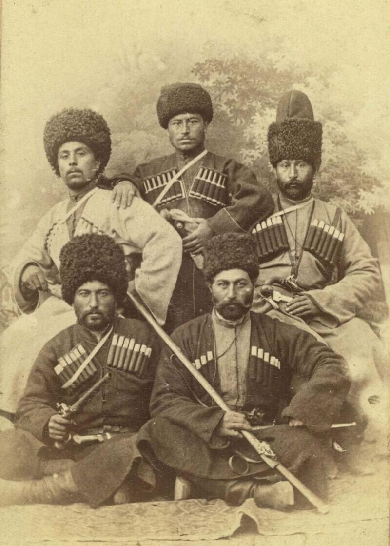 Чеченские мужчины на свадьбе