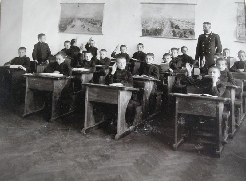 Старые советские парты