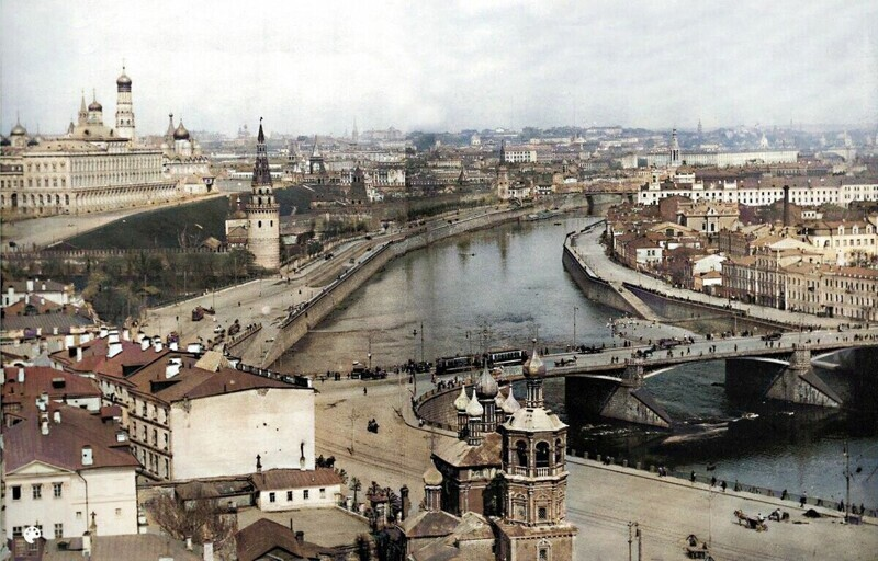 Вид на Кремль и Москва реку.