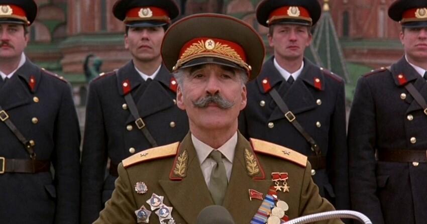 Зарубежные знаменитости, сыгравшие в фильмах  советских и российских персонажей