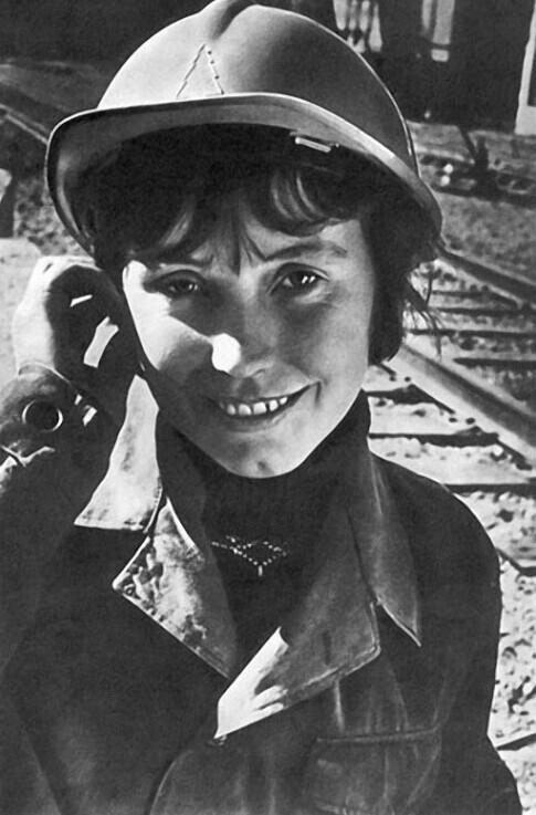Рабочая краса или как выглядели рабочие девушки и женщины в СССР