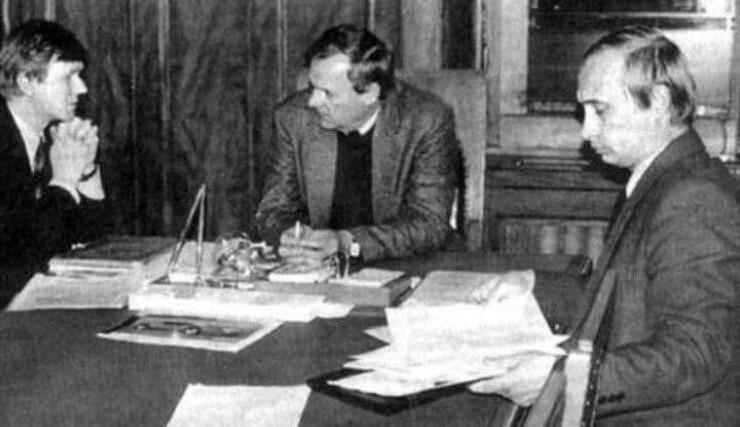 3. Чубайс и Путин на совещании Анатолия Собчака. 1991 год