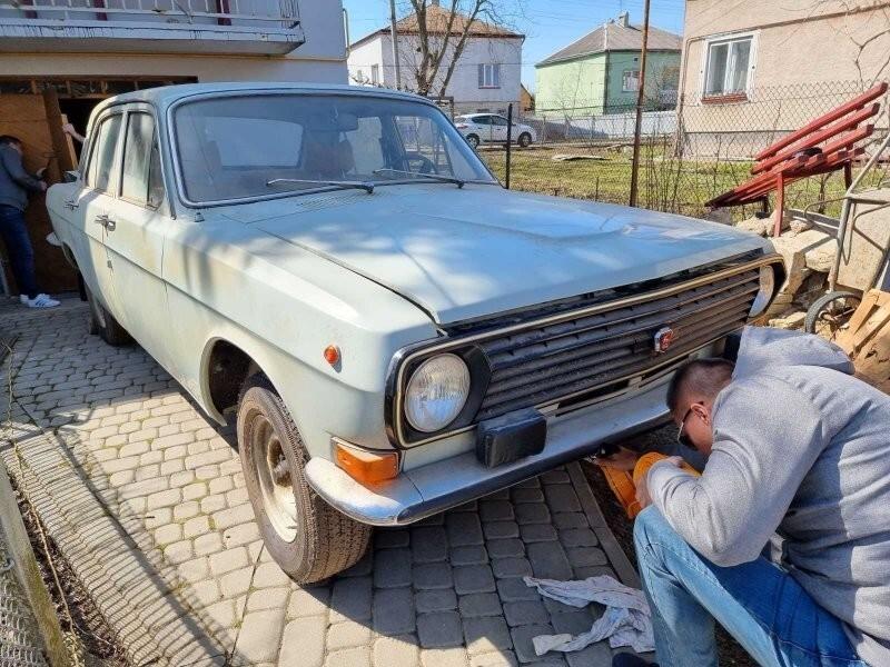 Первый год установки пластиковой решетки на ГАЗ-24: она кстати немного отличается от 2410