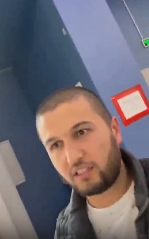 """""""Здесь тебе не мечеть!"""": девушка вызвала охрану, увидев, как мусульманин совершает намаз в ТЦ"""