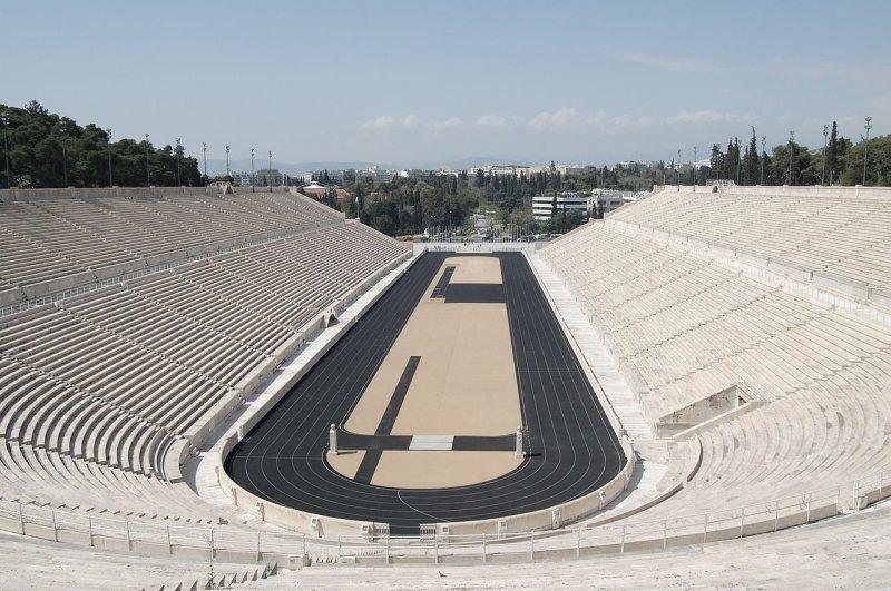 Вообще-то Олимпийский стадион в Афинах из белого мрамора- гордость Греции выглядет так